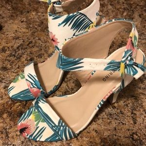 Call It Spring Floral Tropical Shoes Heels 6